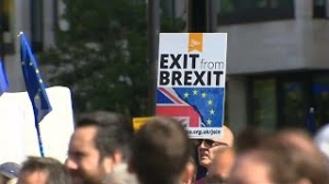 New Video - Pro-EU protest in London calls for an end to Brexit https://t.co/fyr0RpvIzx #Brexit #video https://t.co/Lwctswg8mh